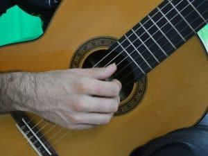 Como relajar la mano derecha de la guitarra eliminar tension