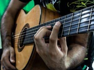 Como pisat bien los trastes guitarra
